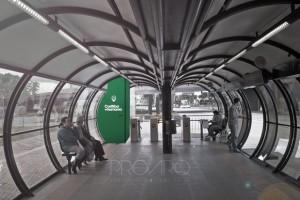 Parte interna de uma estação - tubo de Curitiba