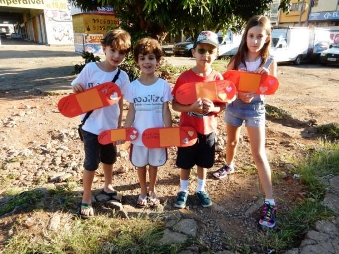 Artigo_Mobilize_Caminhada Criancas_Calcada Cilada_Foto 1