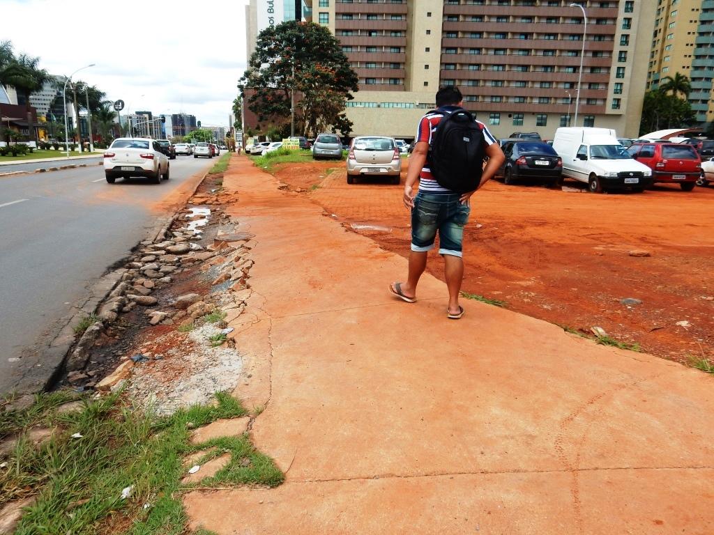 Resultado de imagem para reforma calçadas eixo monumental brasilia. DF