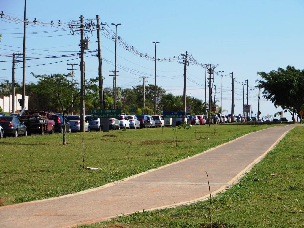 IMG_7571_08-10-2014_Sudoeste_Ciclovia_vazia_Carros_congestionamento_SELECAO_edit