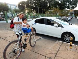 DSCN7731_12-05-2016_AsaNorte_W5_UniCEUB_Rampa_Carro_Bloqueio_Bicicleta_edit