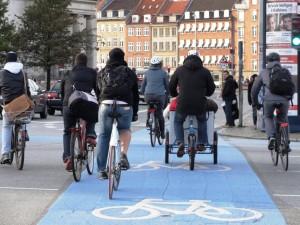 DSC00842_Bicicletas_Copenhague_Cruzamento_Sinalizacao_TintaAzul_SELECAO_edit