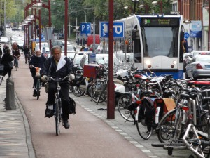 DSC08550_Amsterdam_Bicicletas_Ciclovia_Tram_edit
