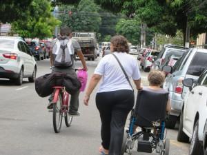IMG_1009_15-10-2014_Belem_PA_Bicicleta_Cadeirante_Rua_SELECAO_edit
