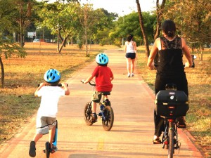 DSCN9816_18-10-2015_AsaNorte_W5_Ciclovia_CauaIuri_Roni_Bicicletas_Patinete_SELECAO_edit2