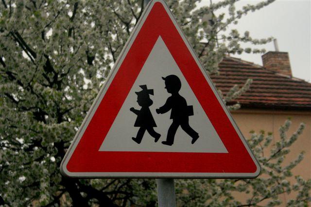 Placas de sinalização: desenhos humanizados