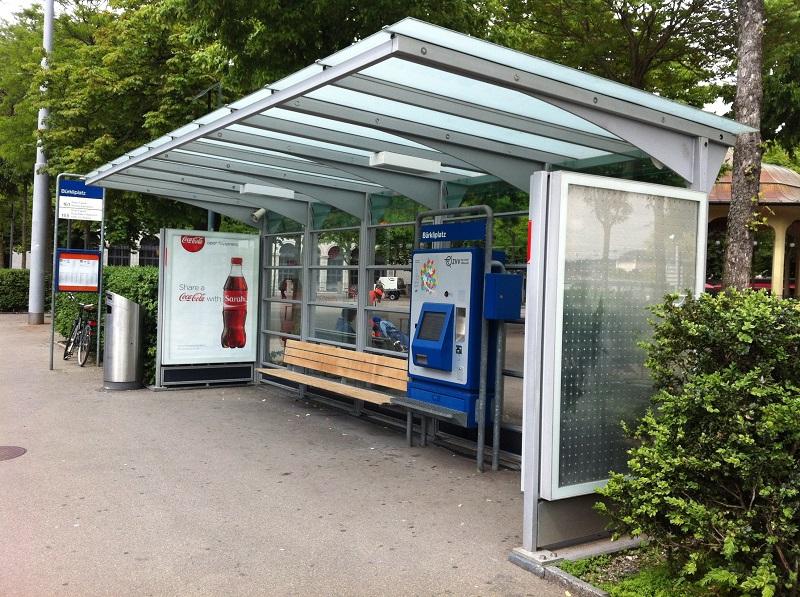 Ponto de ônibus com sistema automatizado de venda e emissão de bilhetes