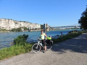 Helga pedalando no velho continente