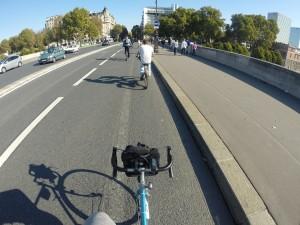 Em Paris, apenas 3% das pessoas usam bicicleta. A meta da prefeitura é chegar em 15% em 2020.