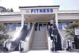 Piada pronta: Escada rolante para acessar academia: certamente  quem a utiliza não tem  problemas de mobilidade