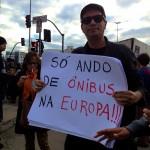 Critica bem humorada de manifestante no Largo da Batata