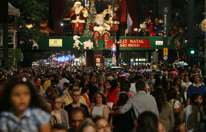 Av. Paulista tomada pelas pessoas em dezembro