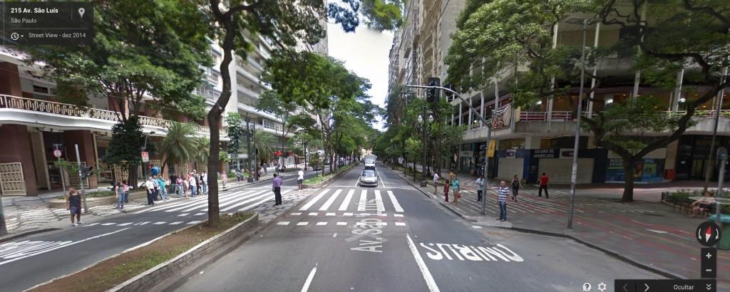 Foto do Google Maps da Av. São Luís. Ciclovia na calçada e 5 pistas para motorizados.