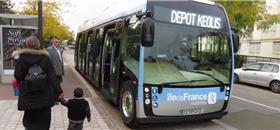 França testa o Aptis, veículo 100% elétrico, no lugar do ônibus