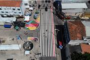 Em Fortaleza, uma faixa com 40 m de extensão!