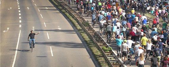 Vinte mil ciclistas contra o Salão do Automóvel de Frankfurt
