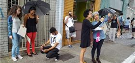 Fotografe as 'mensagens' que a cidade manda aos caminhantes