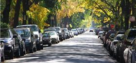 Quanto espaço ocupa um carro parado na rua? Parece pouco, mas não é