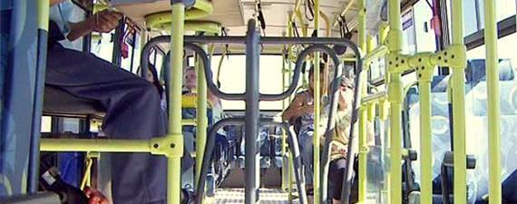 Catraca nos ônibus é barreira à cidadania