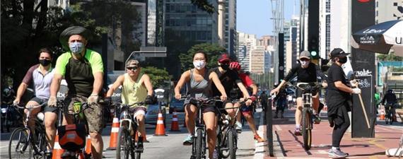 Uso de bicicleta cresce em SP, mas uso de máscara é raridade na ciclovia