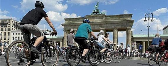 Milhares de ciclistas alemães vão às ruas exigir políticas de mobilidade