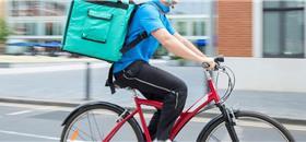 Em Porto Alegre, um curso a distância para entregadores com bicicleta