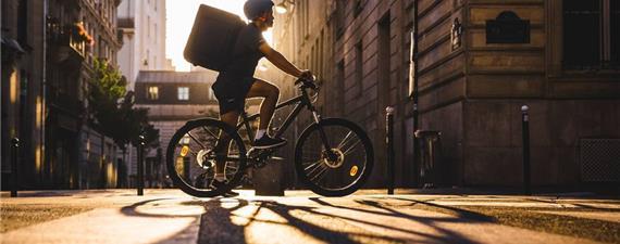 No Paraná, um projeto de lei quer regular trabalho de entregas por bicicletas