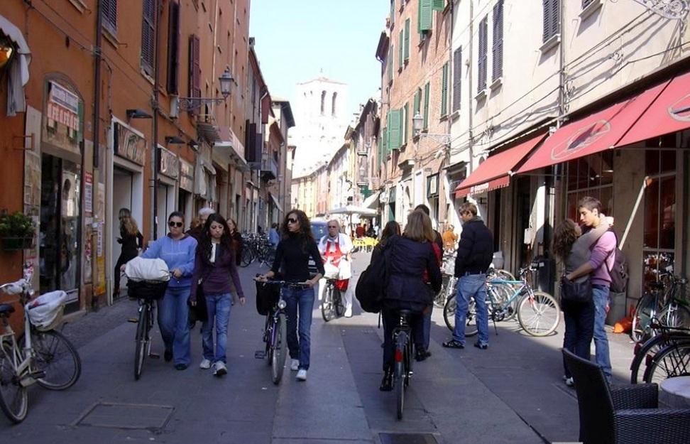 Espaço compartilhado (Shared space) em Ferrara, na