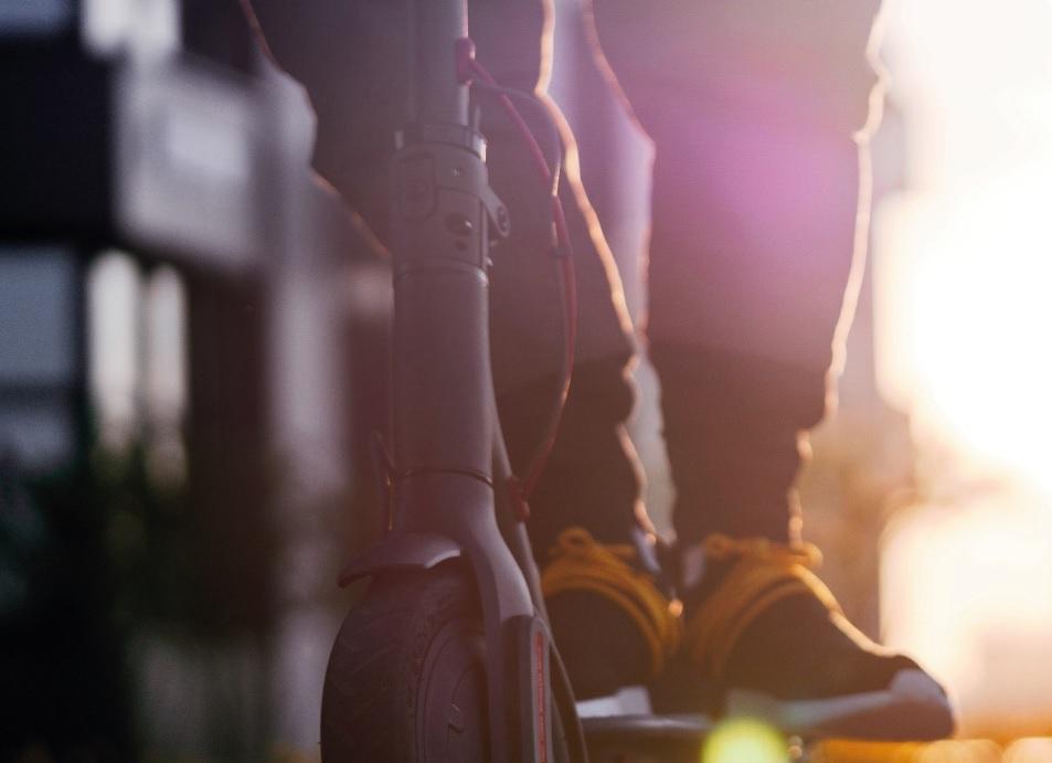 Estudo sobre bicicletas e patinetes elétricos