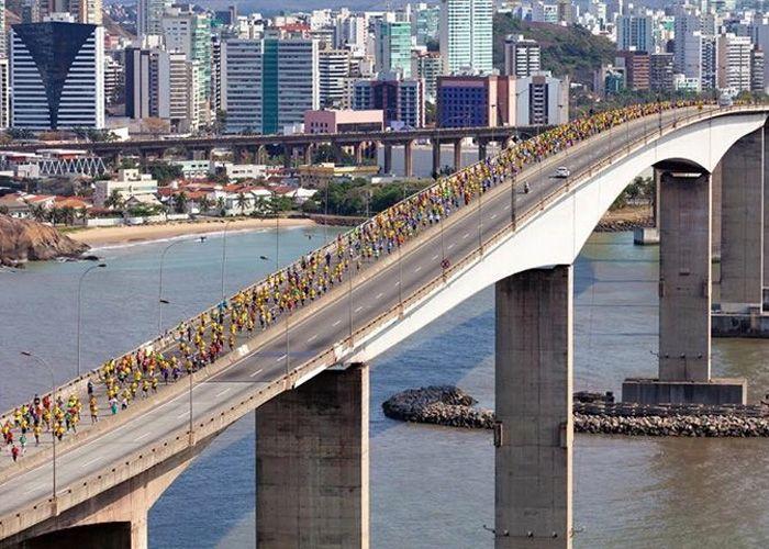 Evento esportivo na ponte Vitória-Vila Velha