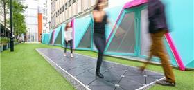 Calçada em Londres transforma passos dos pedestres em energia