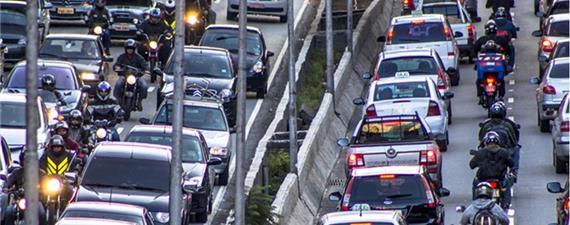 Mais da metade dos feridos no trânsito brasileiro são motociclistas