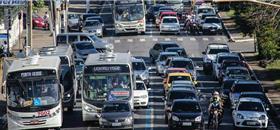 Frota de ônibus cai no país e está mais velha, diz estudo do Sindipeças