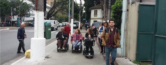 Ativistas avaliam novo padrão de calçadas em SP
