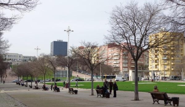 Idosos em Lisboa: conversando e contemplando a pai