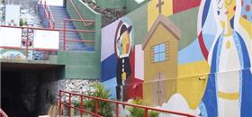 Pintura em escadarias e calçadas alegram vida de comunidade em Maceió