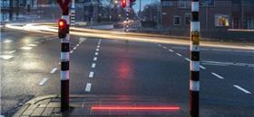 Leds nas calçadas para alertar os distraídos com o celular