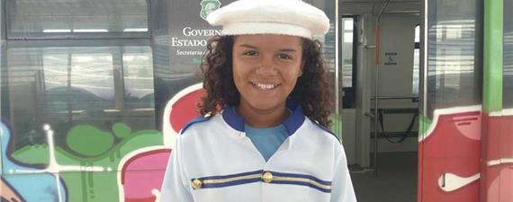 Crianças de Fortaleza visitam nova estação de VLT