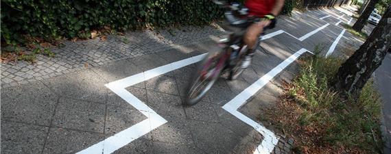 Ciclofaixa em zigue-zague gera polêmica em Berlim