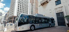 Prefeitura de SP recebe três ônibus a bateria