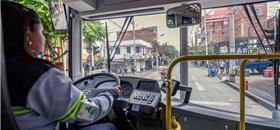 Você trocaria seu carro por um ônibus elétrico confortável? Ouça o Expresso #49
