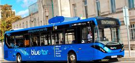 Reino Unido testa ônibus que filtra o ar enquanto roda