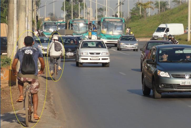 Pedestres e ciclistas sem espaço na nova via expre