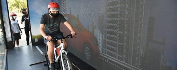 Simulador transporta motorista a se sentir