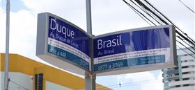 Maringá (PR) inova com placas de rua iluminadas por energia solar