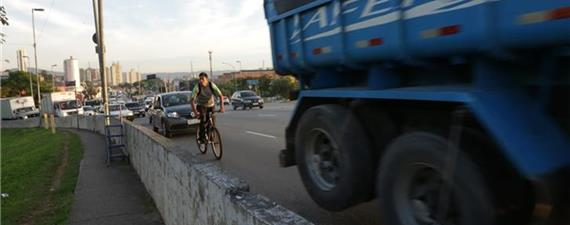 Comissão do Senado discute segurança para ciclistas e pedestres