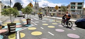 Quito abre espaço para pedestres e ciclistas, em meio à pandemia