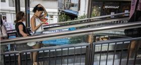 A cidade que fez das escadas rolantes um meio de transporte público