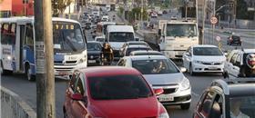 Caminhões e ônibus respondem por metade da poluição do ar em SP