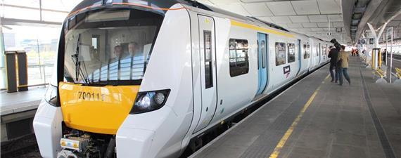 Peso do trem indica o distanciamento social seguro na Inglaterra
